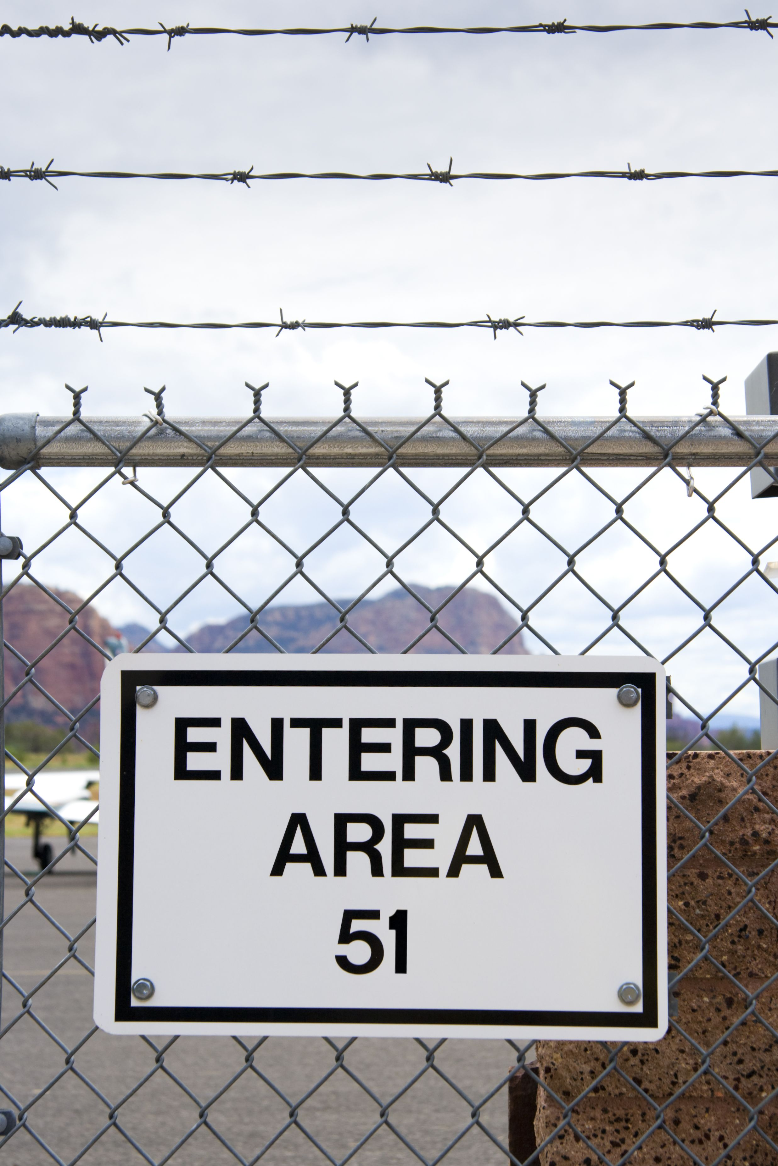 """More Than 1.6 Million People Say They're Going to """"Storm Area 51"""" for Proof of Aliens"""