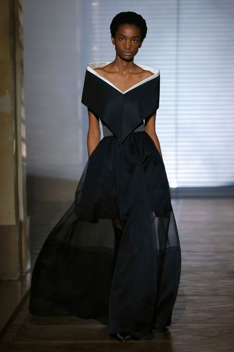 Fashion model, Clothing, Fashion, Dress, Shoulder, Haute couture, Gown, Fashion show, Fashion design, Formal wear,