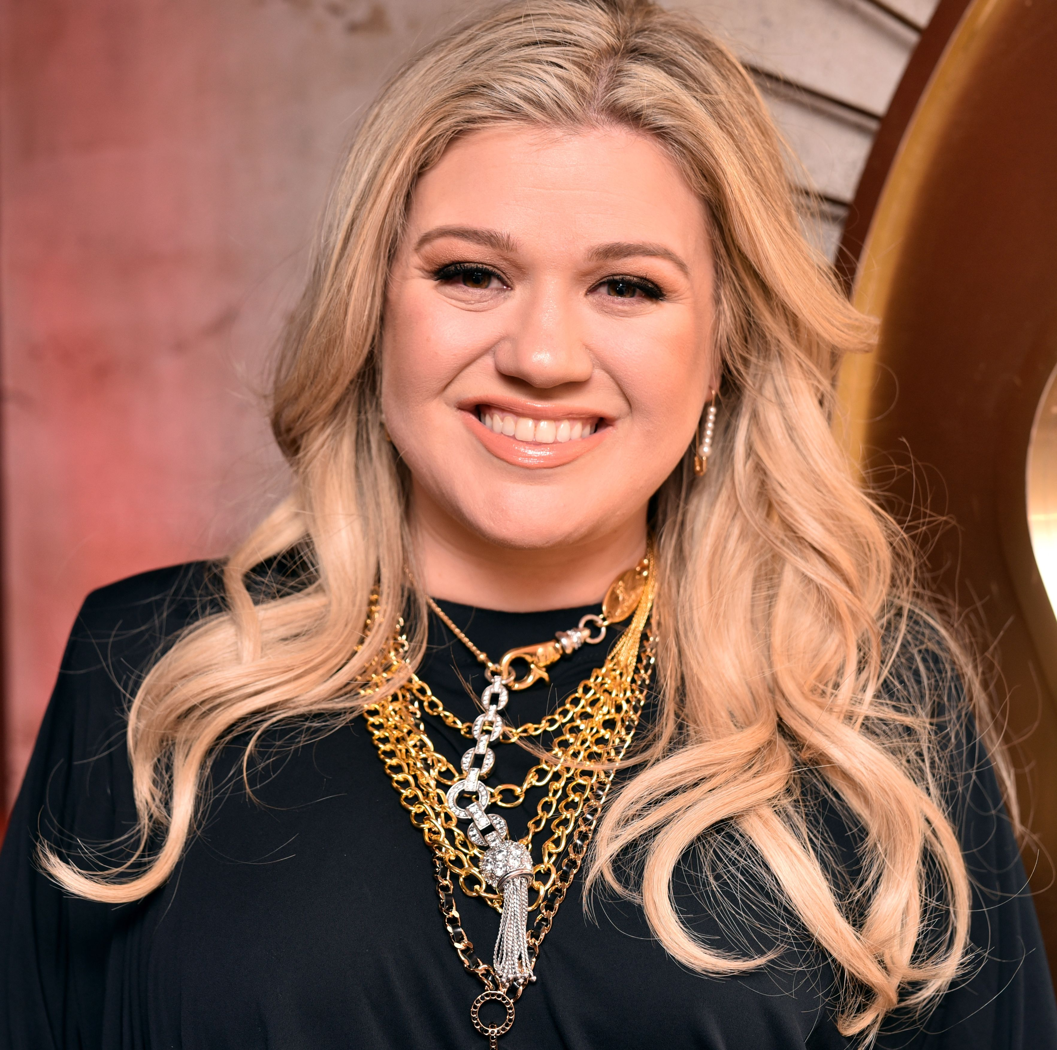 Kelly Clarkson Isn't Happy with Rumors That She's on Weight Loss Pills