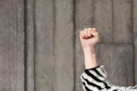 Finger, Hand, Arm, Wall, Wood, Joint, Leg, Human leg, Photography, Wrist,