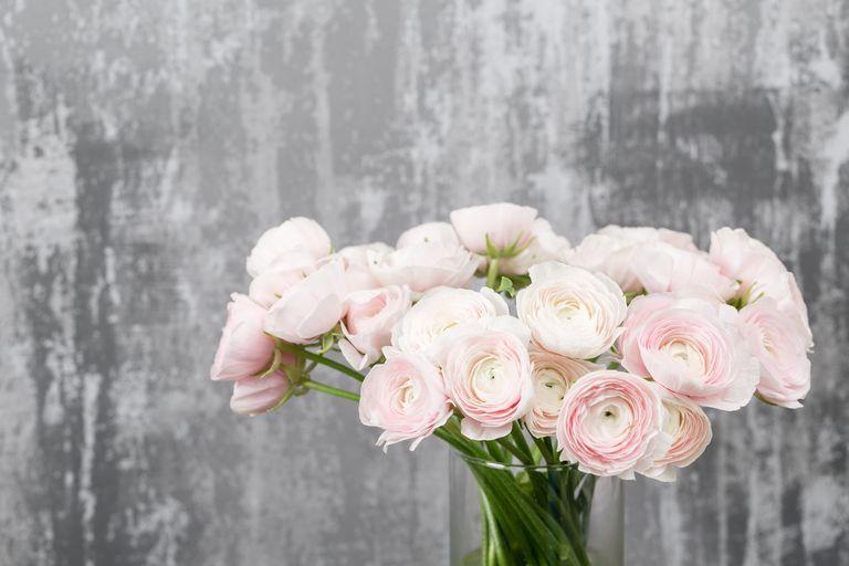 Wedding flower ideas 6 wedding flower trends to know for 2018 ranunculus junglespirit Images