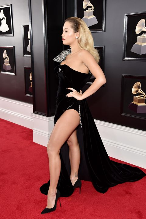 Red carpet, Carpet, Dress, Clothing, Leg, Shoulder, Thigh, Flooring, Hairstyle, Premiere,