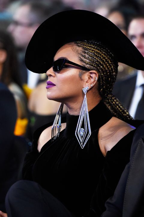 Eyewear, Street fashion, Sunglasses, Fashion, Beauty, Hat, Hairstyle, Glasses, Lip, Cool,