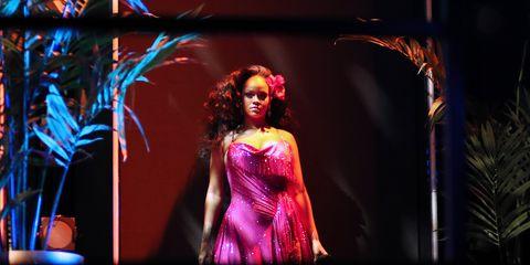Performance, Performance art, Light, Fashion, Performing arts, Stage, Event, Fun, Fashion design, Dancer,