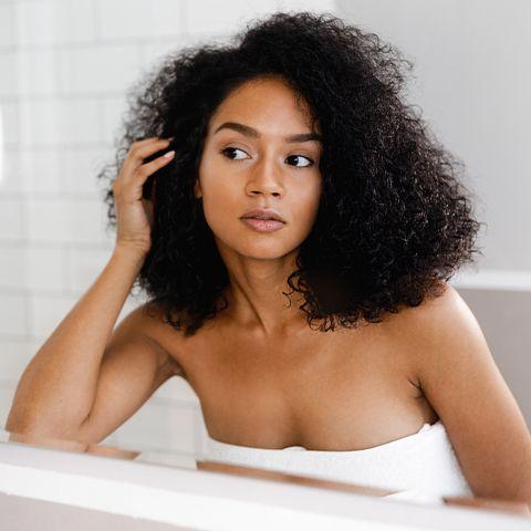 Hair, Face, Hairstyle, Black hair, Skin, Beauty, Long hair, Afro, Human, Lip,