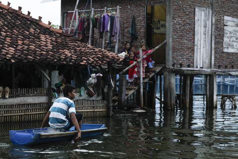 Water transportation, Water, Waterway, Boat, Vehicle, Flood, Boating, Watercraft, Canal, Recreation,
