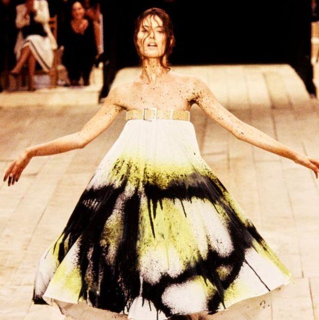 Fashion model, Fashion, Runway, Fashion show, Dancer, Fashion design, Dress, Event, Haute couture, Performance,