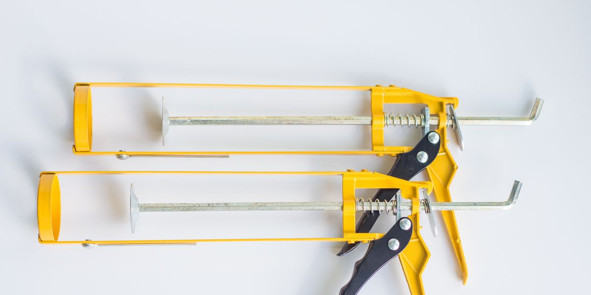How To Remove Old Caulk From Tub Or Shower In 6 Easy Steps