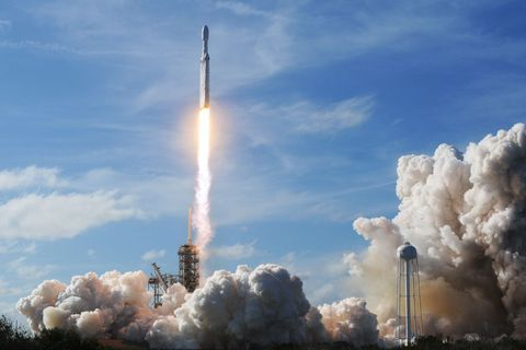 Rocket, space shuttle, Pollution, Spacecraft, Missile, Spaceplane, Sky, Atmosphere, Rocket-powered aircraft, Space,