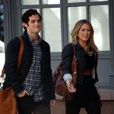 new york   october 06  actors penn badgley and hilary duff is seen on location for gossip girl on the streets of manhattan on october 6, 2009 in new york city  photo by jeffrey ufbergwireimage