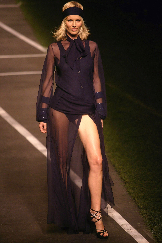 Supermodel Eva Herzigova S Birthday Eva Herzigova Best Runway Moments