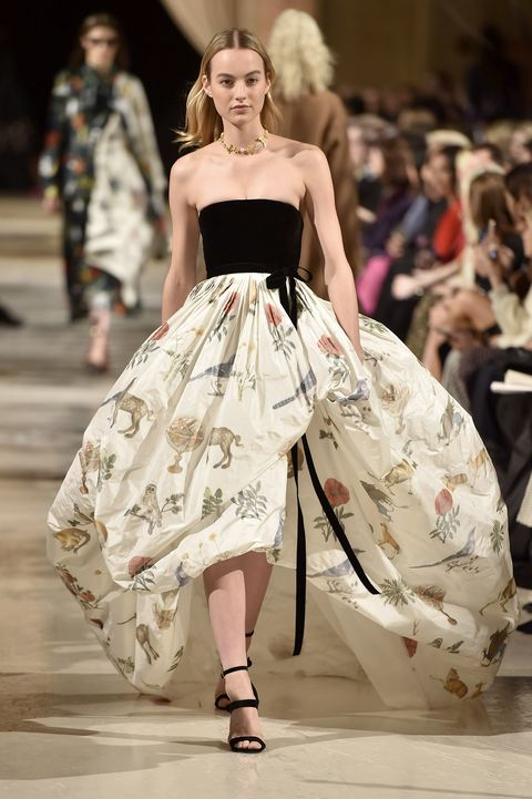 Fashion model, Fashion, Fashion show, Runway, Clothing, Dress, Haute couture, Event, Shoulder, Public event,