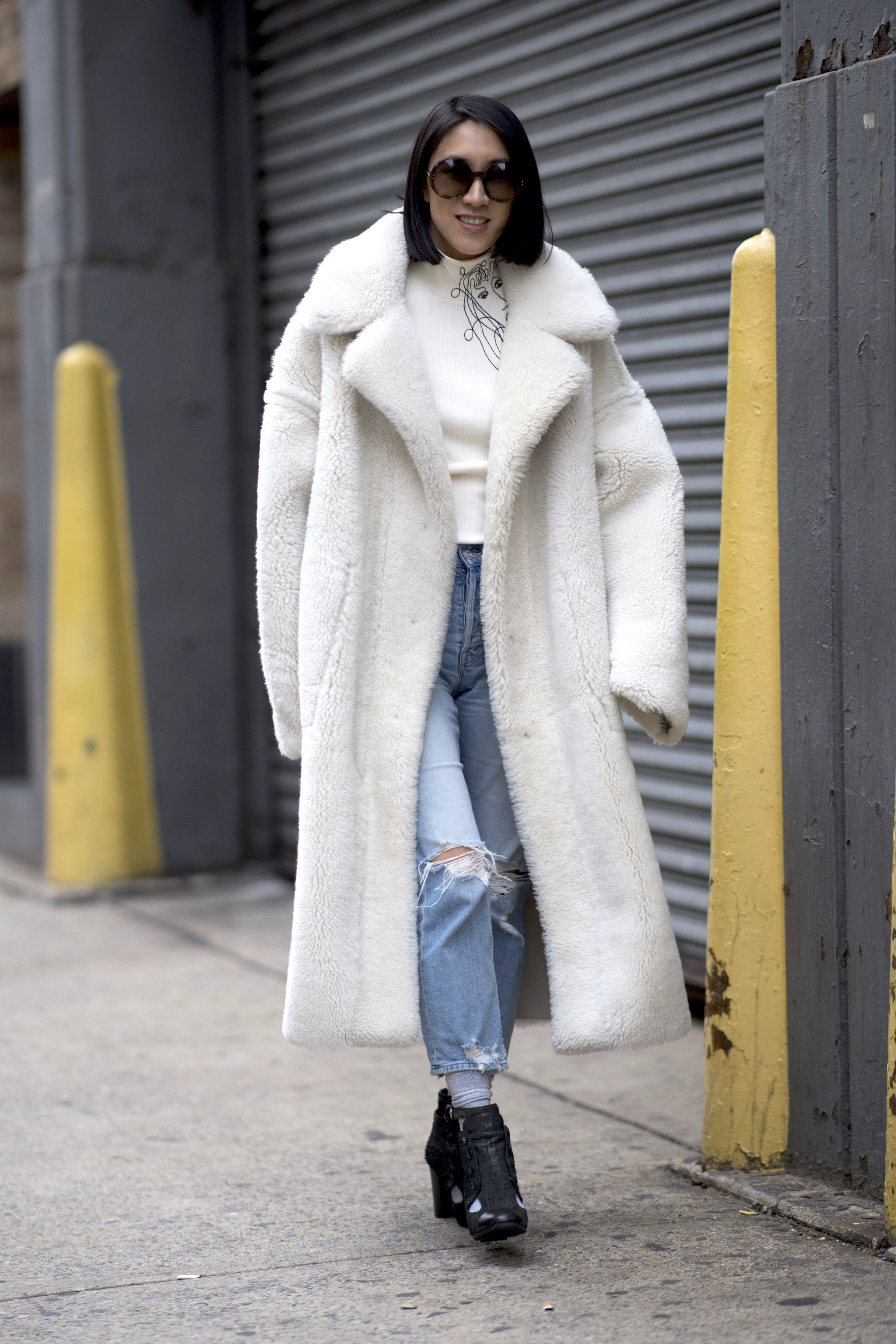 pellicce 2019, pellicce ecologiche 2019, moda pellicce inverno 2019, pellicce colorate, eco pellicce colorate, pellicce bianche, pellicce ecologiche inverno 2019, come abbinare la pelliccia, come indossare la pelliccia rossa, come abbinare la pelliccia bianca