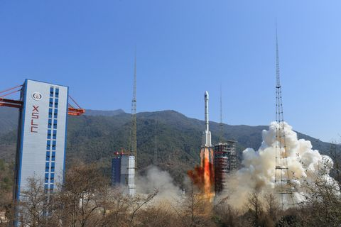 Rocket, Sky, Vehicle, Space, Spacecraft, Smoke, Winter, Transmitter station, Gas,