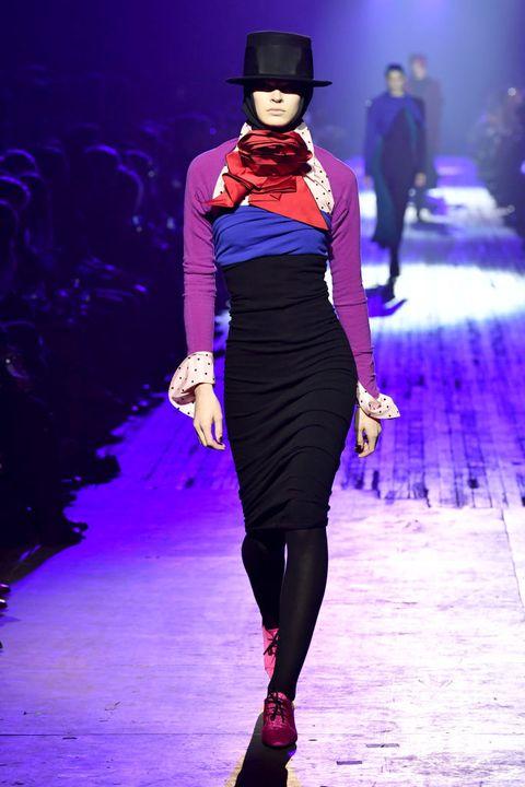 Fashion model, Fashion show, Fashion, Runway, Electric blue, Cobalt blue, Haute couture, Purple, Fashion design, Public event,