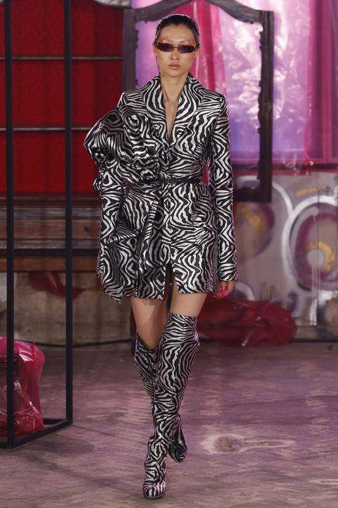Fashion, Fashion model, Fashion show, Runway, Clothing, Footwear, Fashion design, Haute couture, Public event, Thigh,