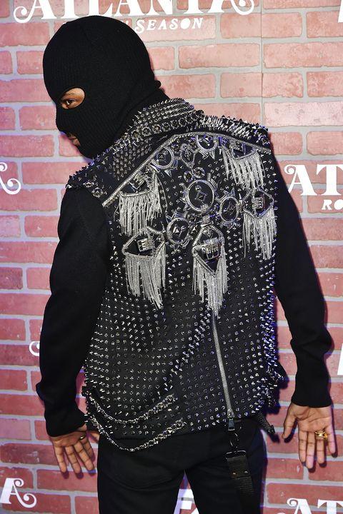 Black, Outerwear, Cool, Fashion, Street fashion, T-shirt, Jacket, Headgear, Neck, Sleeve,