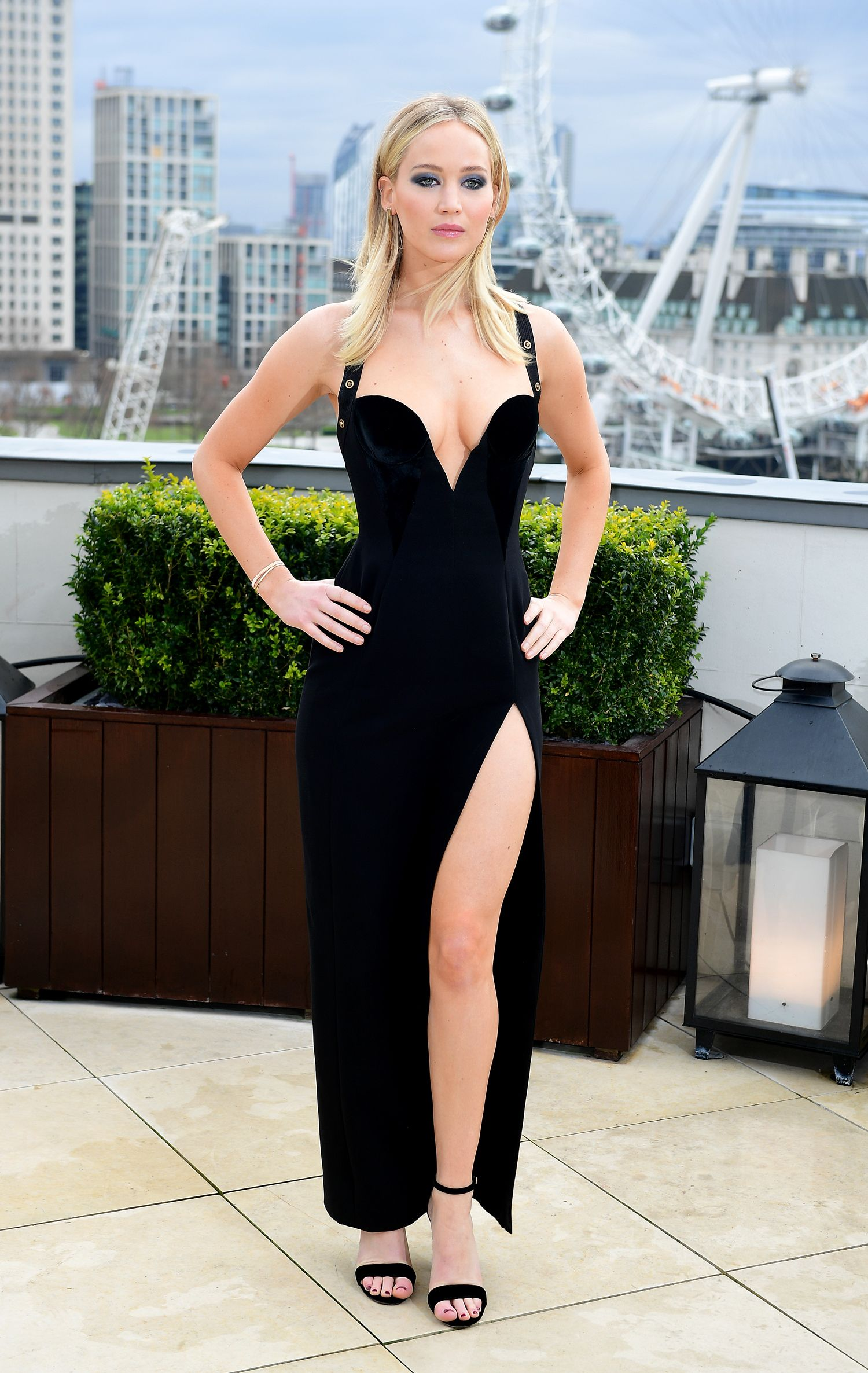 Jennifer Lawrence Wears High Leg Slit Black Dress in ...