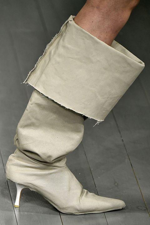 Footwear, Leg, Shoe, Human leg, Joint, Ankle, Beige, Foot, Hand, Boot,