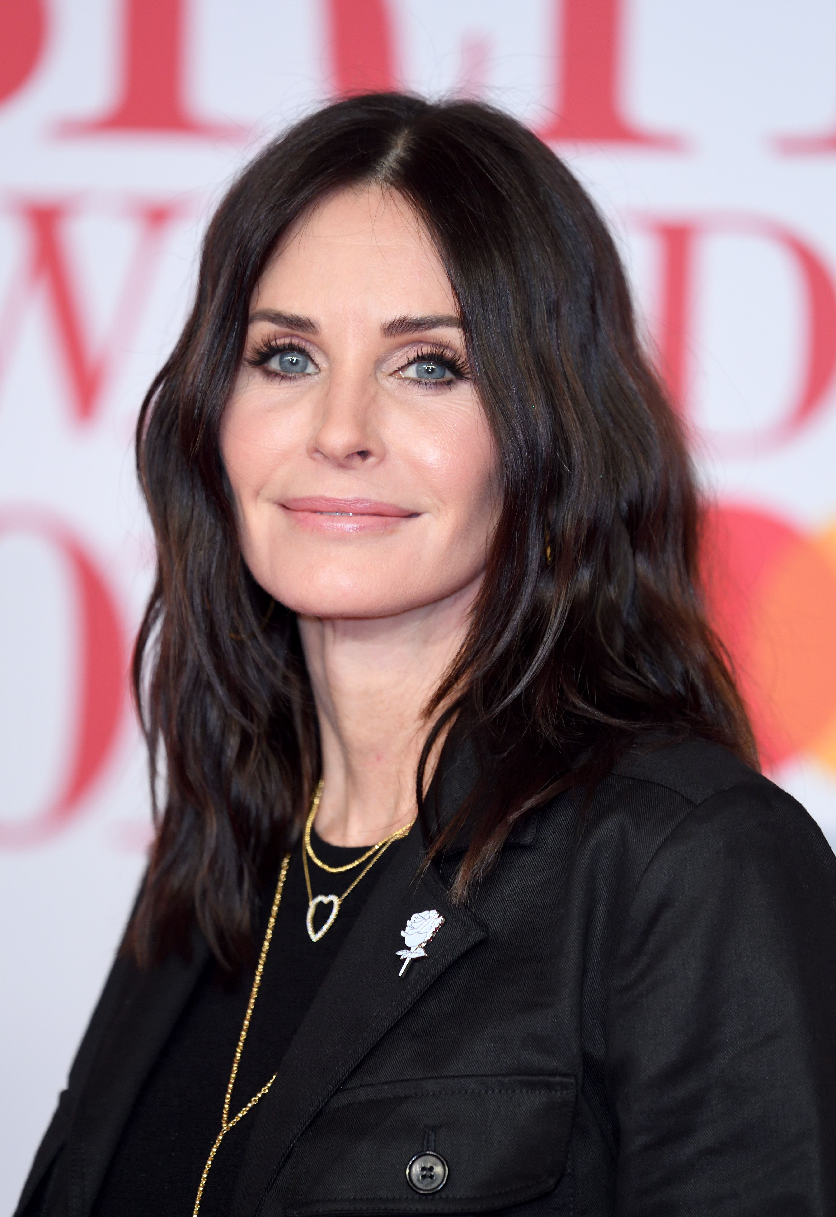 Courtney Cox's new '90s fringe is giving us Friends feels