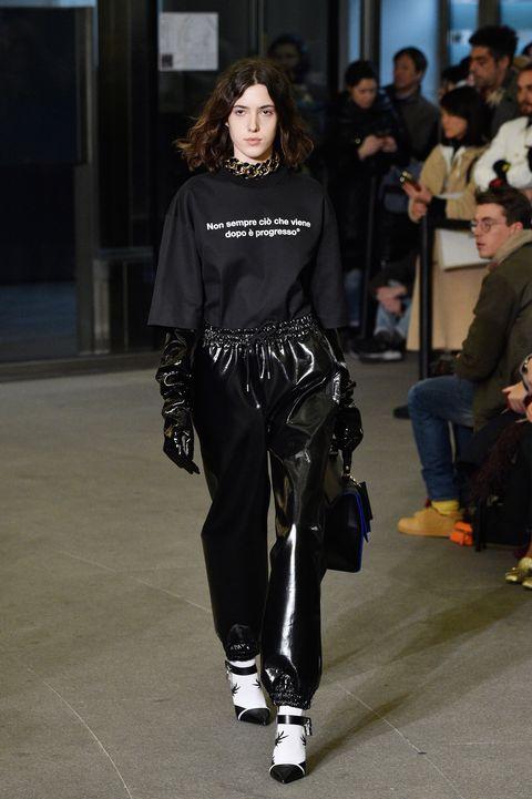 Fashion model, Runway, Fashion, Fashion show, Clothing, Street fashion, Footwear, Shoulder, Public event, Human,