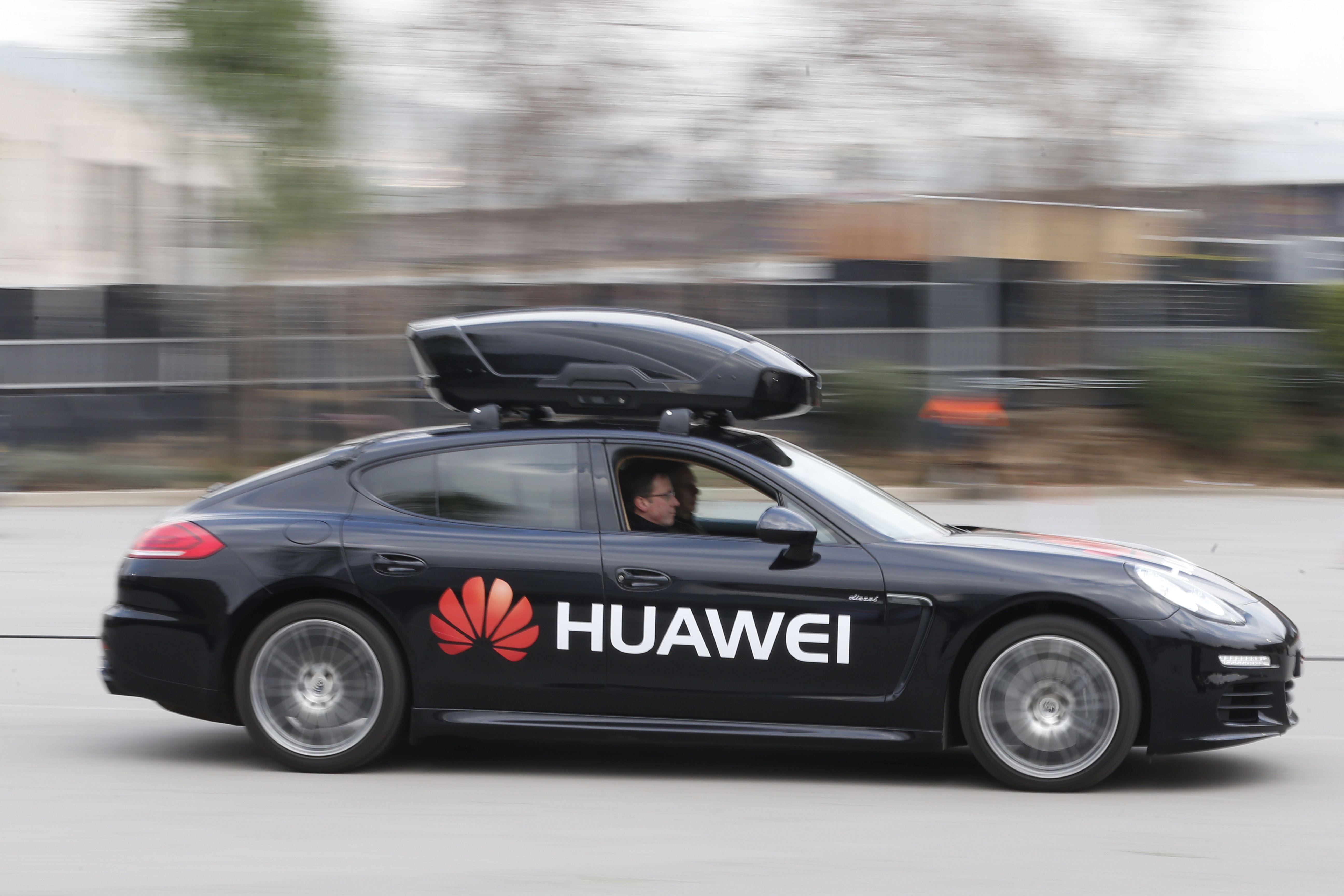 Con Huawei il telefonino sale in macchina, e la guida da solo