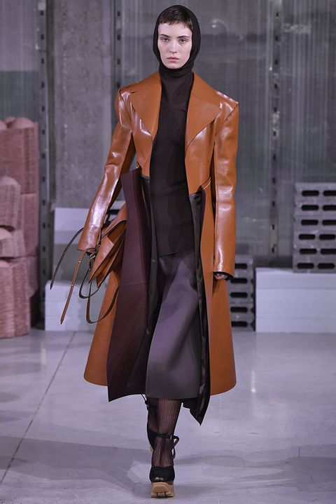 Fashion show, Fashion model, Fashion, Runway, Clothing, Overcoat, Outerwear, Haute couture, Brown, Coat,
