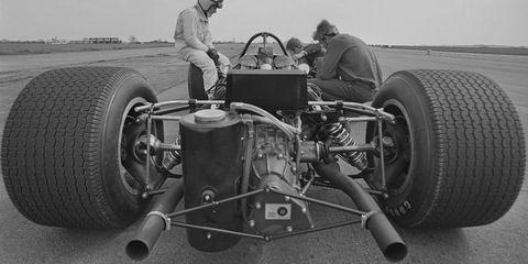 Land vehicle, Vehicle, Formula libre, Open-wheel car, Race car, Car, Automotive tire, Classic car, Maserati 26m, Vintage car,