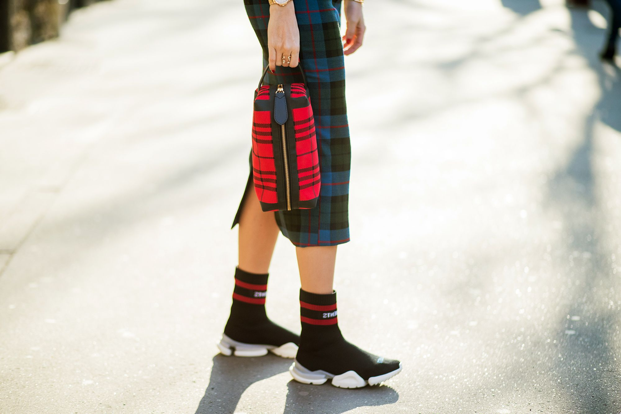 La sneaker di Zara che sembra Balenciaga ma costa meno