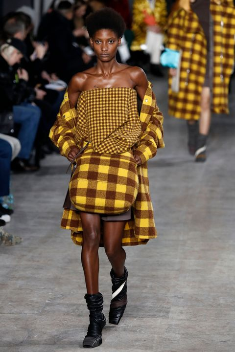 Fashion model, Fashion show, Fashion, Clothing, Runway, Pattern, Footwear, Plaid, Yellow, Fashion design,