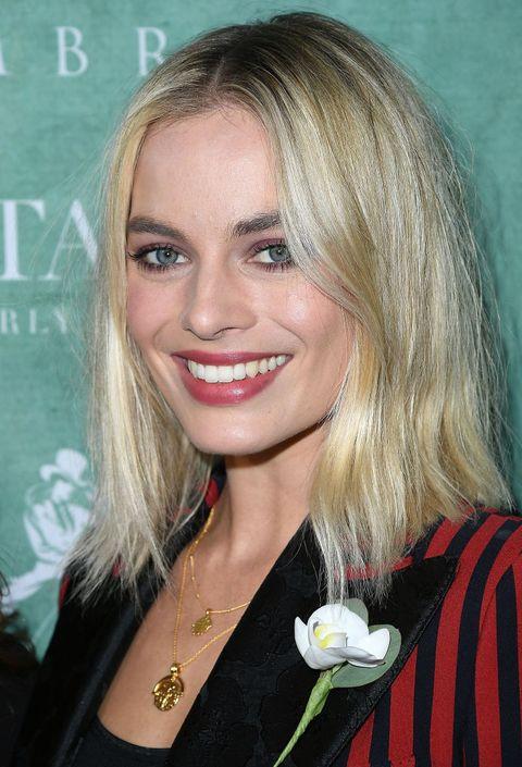 Hair, Blond, Hairstyle, Face, Eyebrow, Beauty, Lip, Layered hair, Chin, Brown hair,