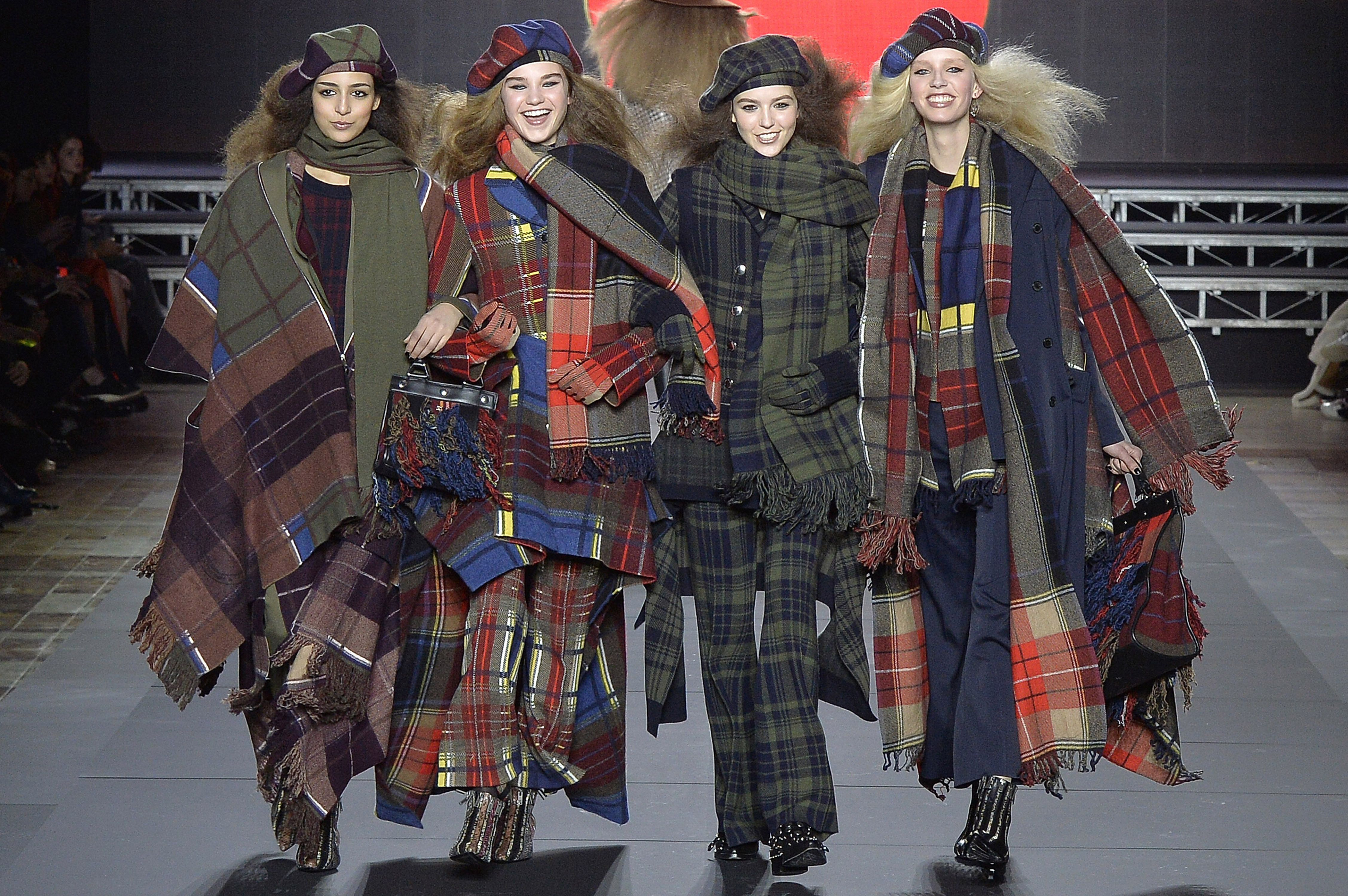 How much do fashion designers earn uk 19