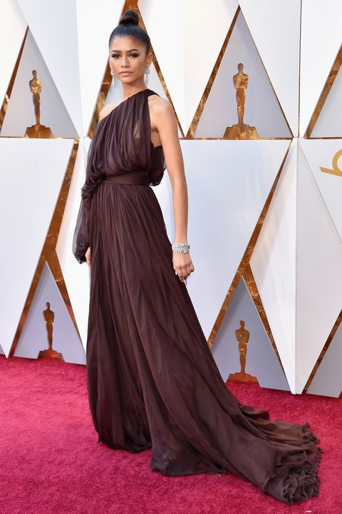 Red carpet, Carpet, Clothing, Dress, Flooring, Gown, Fashion, A-line, Haute couture, Formal wear,