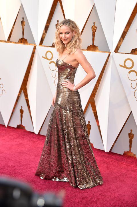 Jennifer Lawrence Wears Gold Dress at Oscars 2018 - J.Law Academy ...