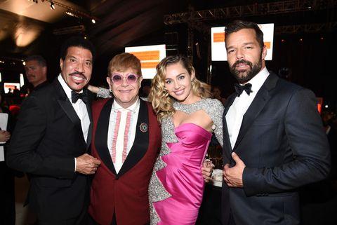 電影《火箭人》演繹了傳奇歌手艾爾頓強Elton John觸動人心的人生故事,而他除了是英國女王親自受爵的優秀音樂人之外,也是為位熱愛美食的饕客!認識這5道艾爾頓強最愛的料理,開場「火箭人」美食派對!