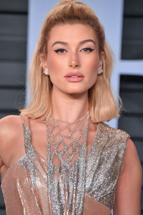 beverly hills, ca   march 04  hailey baldwin attends the 2018 vanity fair oscar party hosted by radhika jones at wallis annenberg center for the performing arts on march 4, 2018 in beverly hills, california  photo by george pimentelwireimage