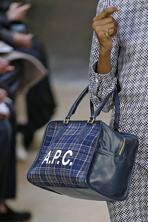 Bag, Handbag, Blue, Street fashion, Fashion, Cobalt blue, Shoulder, Hand luggage, Fashion accessory, Jeans,