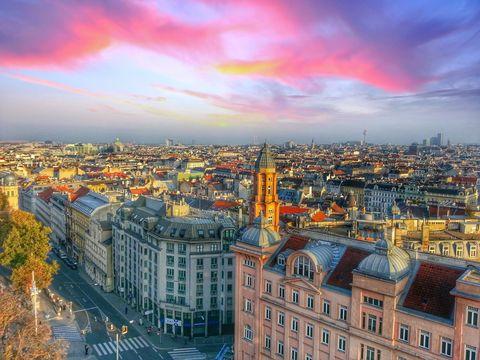 Cityscape, City, Urban area, Metropolitan area, Sky, Landmark, Metropolis, Human settlement, Cloud, Daytime,