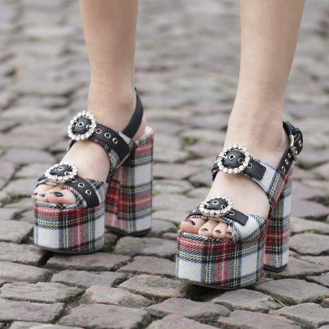 Zapatos con hebillas XL