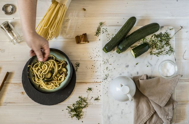 la ricetta degli spaghetti alla nerano per portare l'estate in tavola