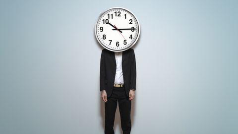 Man met een klok