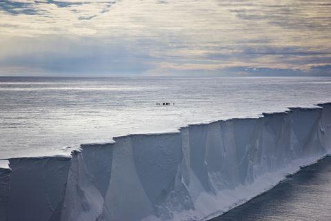 Wave, Sky, Sea, Ocean, Ice, Water, Horizon, Wind wave, Shore, Coast,