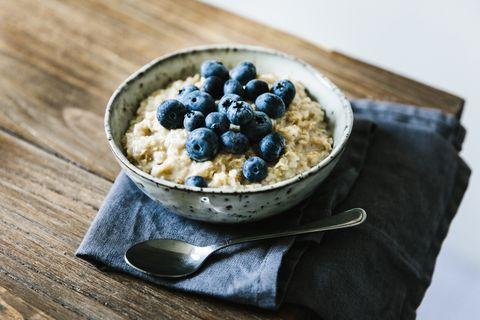 Porridge with blueberry