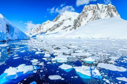 Mountainous landforms, Natural landscape, Mountain, Polar ice cap, Nature, Glacial lake, Arctic ocean, Ice, Glacial landform, Mountain range,