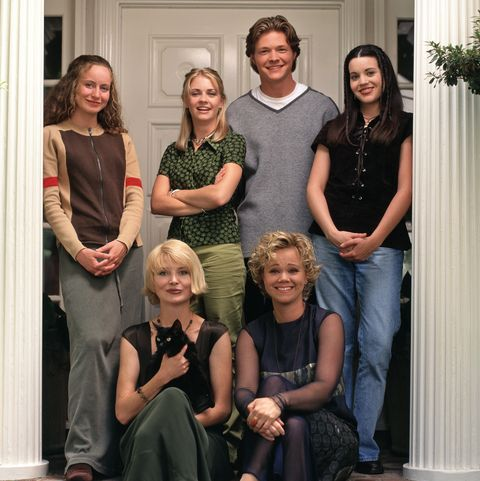 The Og Sabrina The Teenage Witch Cast Has Not Aged A Day