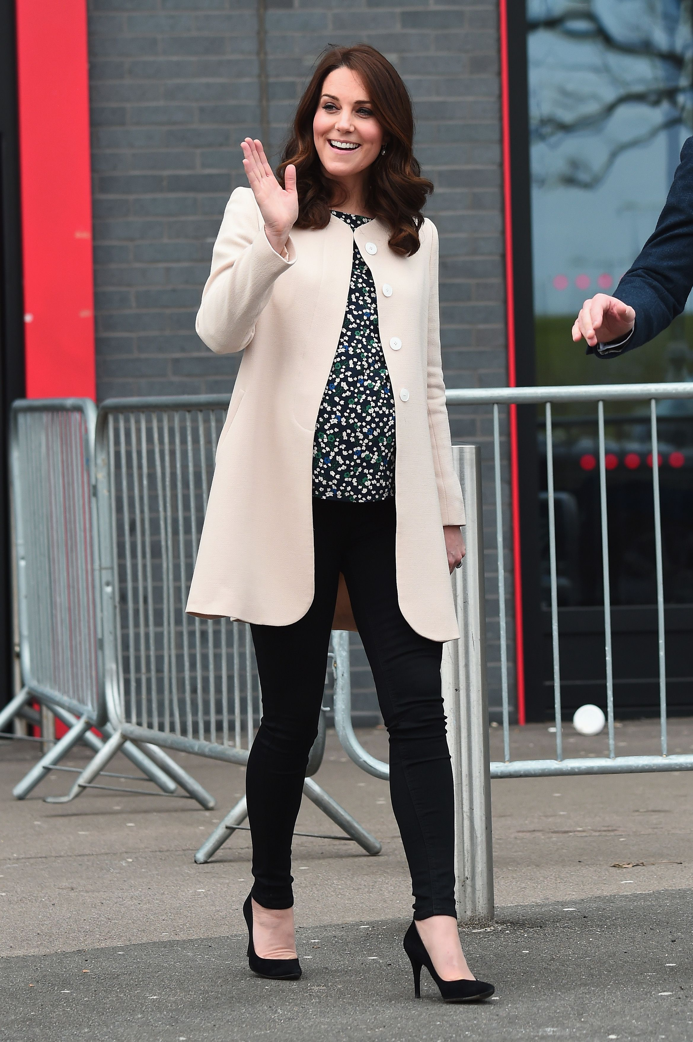 2799cc68a9d Kate Middleton s Best Maternity Outfits - Kate s Chic Pregnant Style