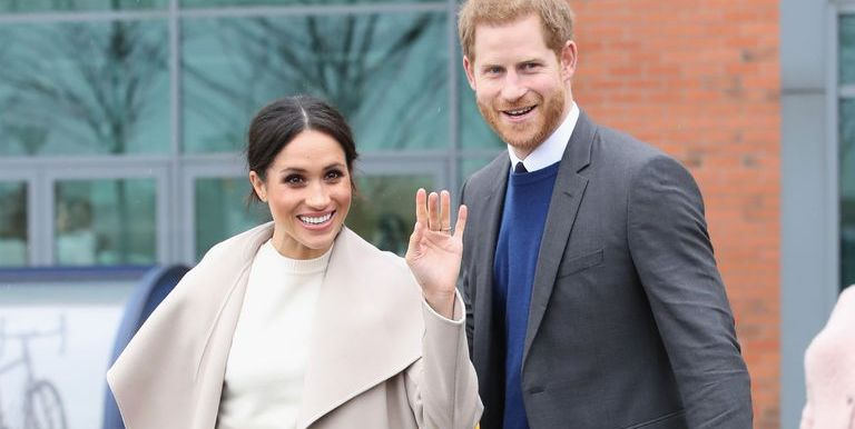 Meghan Markle and Prince Harry Sent the Cutest Holiday Thank You Cards to Fans - Cosmopolitan.com thumbnail
