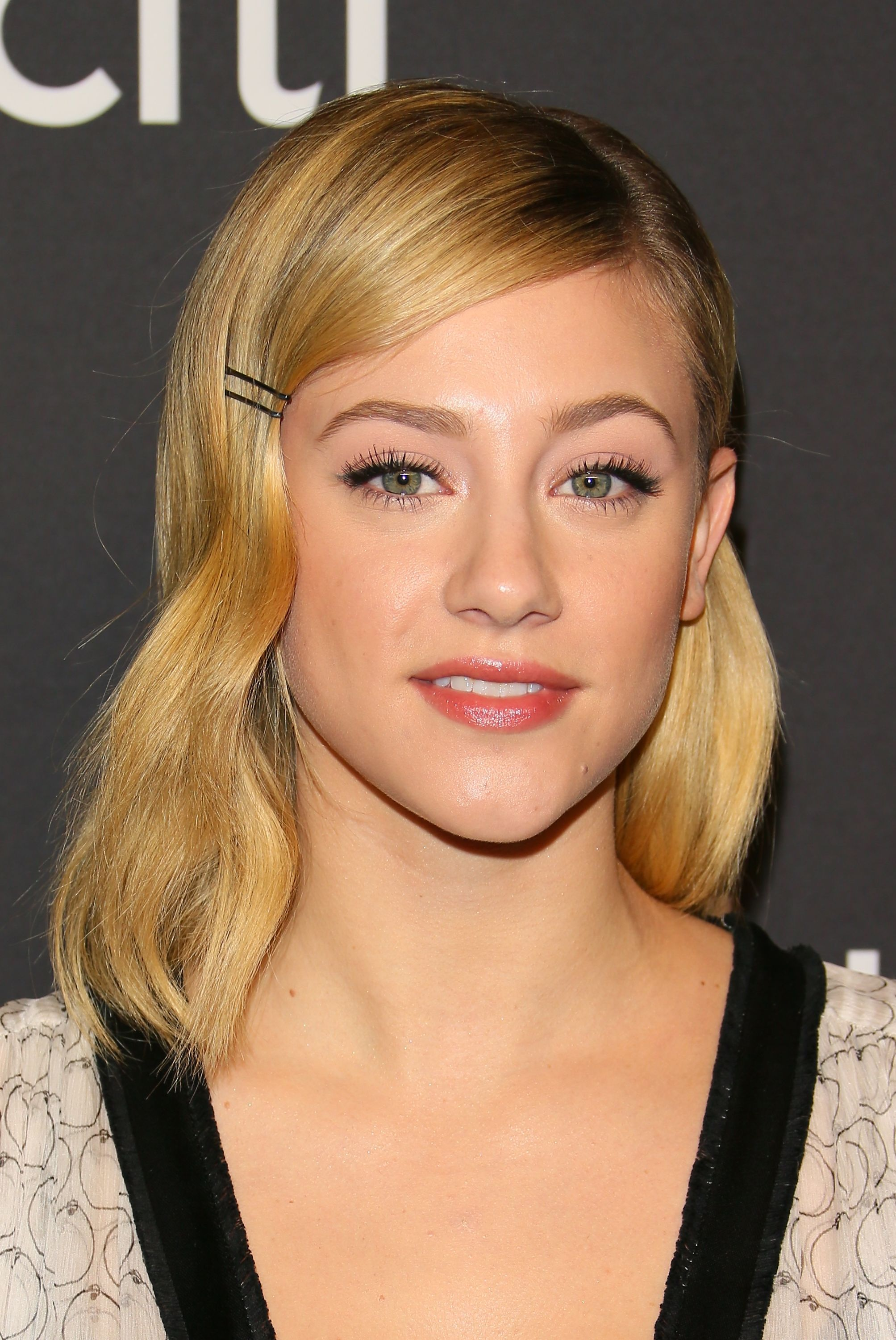 Lili Reinhart Adding the most basic hair accessories, like bobby pins, adds so much more of a shape to short styles. I love the structured look of Lili Reinhart's sunny blonde lob completed with a soft wave.