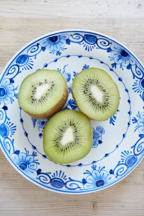 Kiwifruit, Food, Fruit, Dishware, Plate, Produce, Tableware, Hardy kiwi, Plant, Platter,