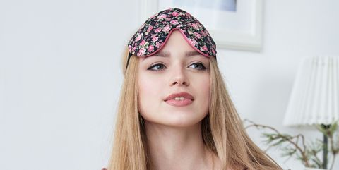 Hair, Face, Headpiece, Clothing, Pink, Beauty, Skin, Blond, Long hair, Lip,